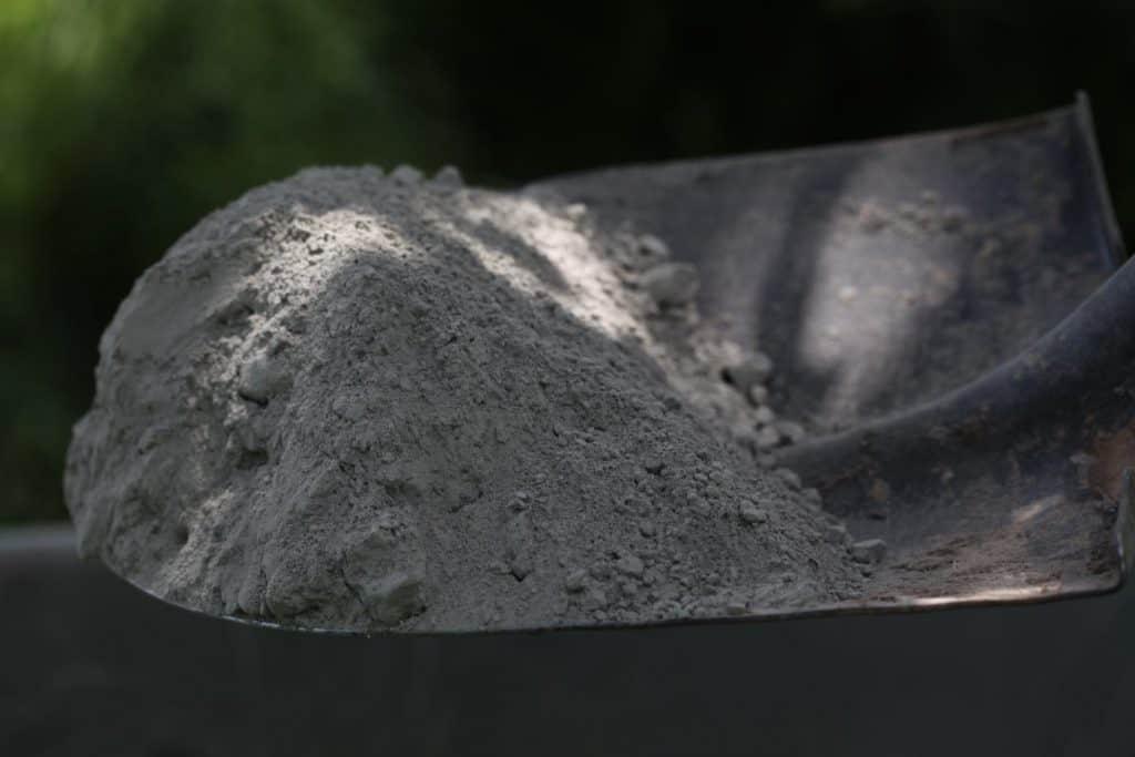 a shovel holding dry concrete